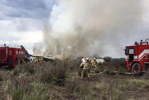 Máy bay chở 103 người bị rơi khi cất cánh ở Mexico