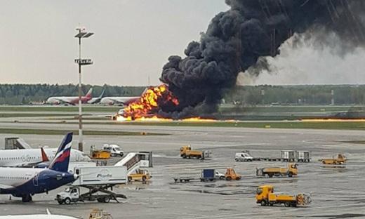 Nga: Máy bay Sukhoi Superjet 100 của hãng Hàng không Nga bốc cháy tại đường băng, ít nhất 41 người thiệt mạng
